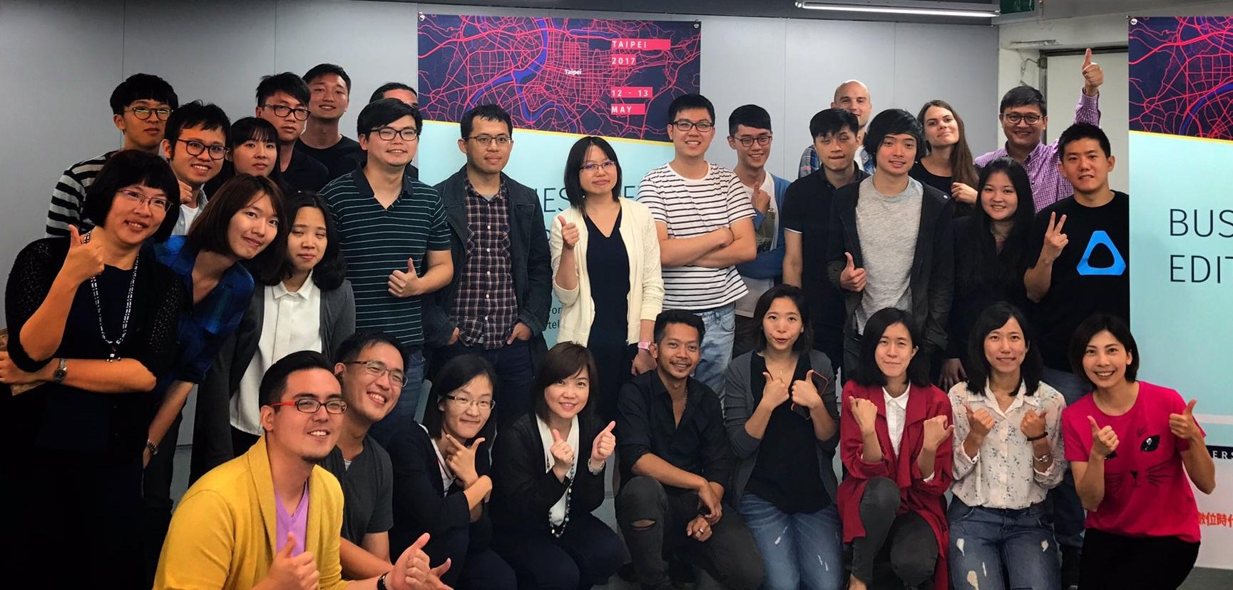 《台灣英文新聞》(Taiwan News)在台北參加首次由「全球編輯網絡」和「數位時代」主辦的編輯駭客松競賽,以虛擬實境的視覺焦點追蹤科技