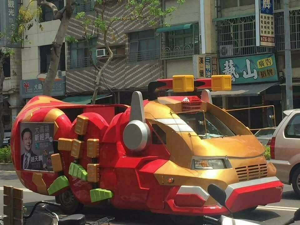 Iron-man car in Kaohsiung (Photo courtesy of Breaking News Commune member Jeff Su)