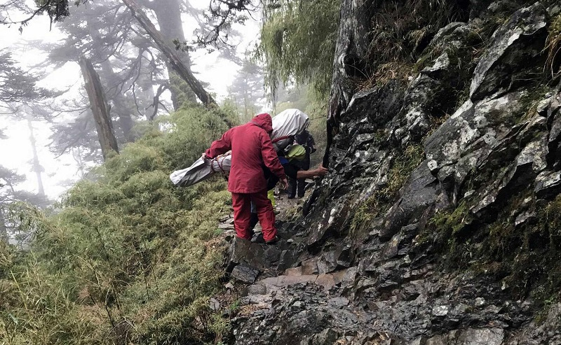 A 77-year-old Malaysian man died Wednesday, possibly from hypothermia, in a mountain lodge where he stayed after an aborted ascent to Taiwan's highest...