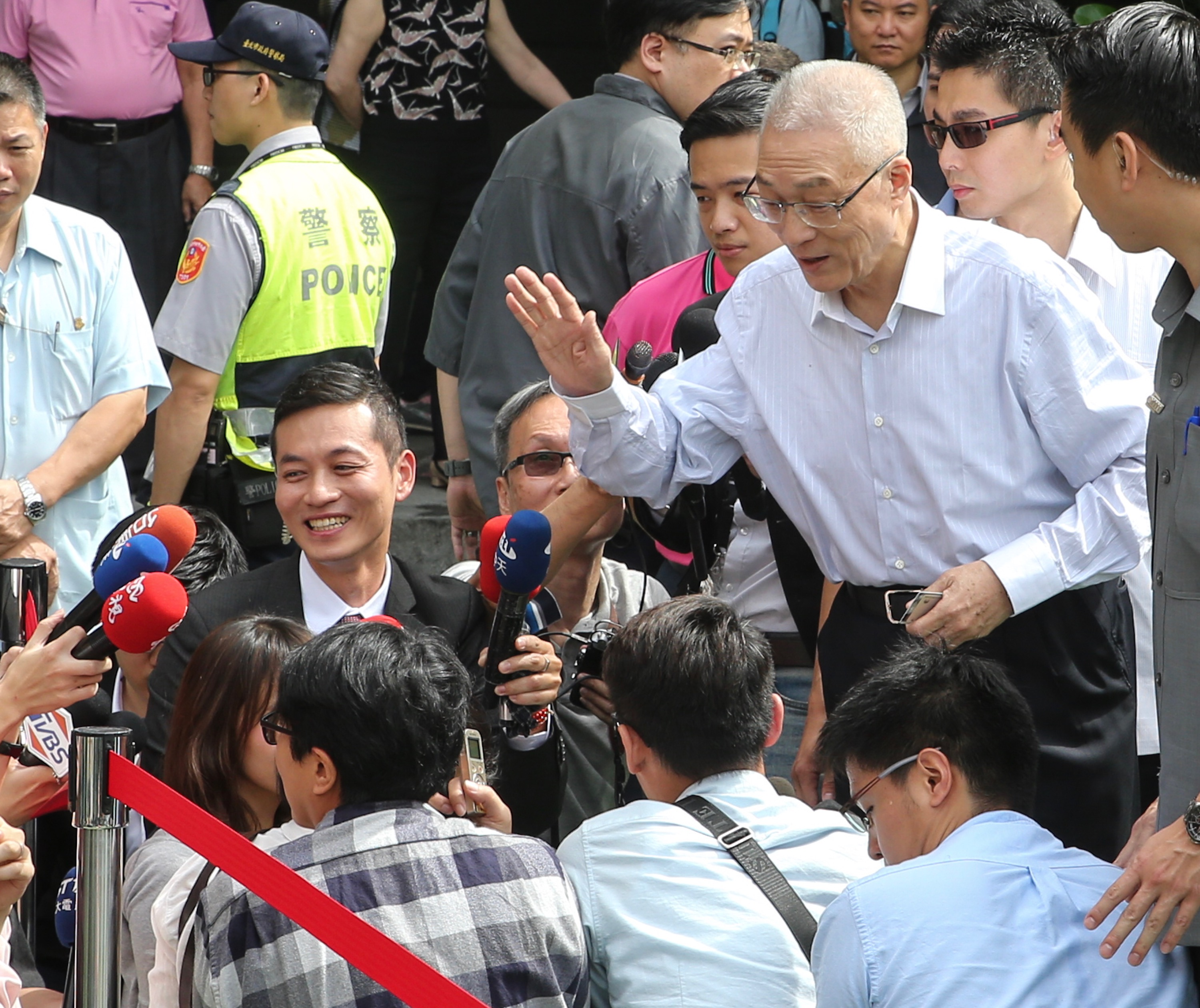 Ex-Vice President Wu Den-yih greeting reporters Saturday.