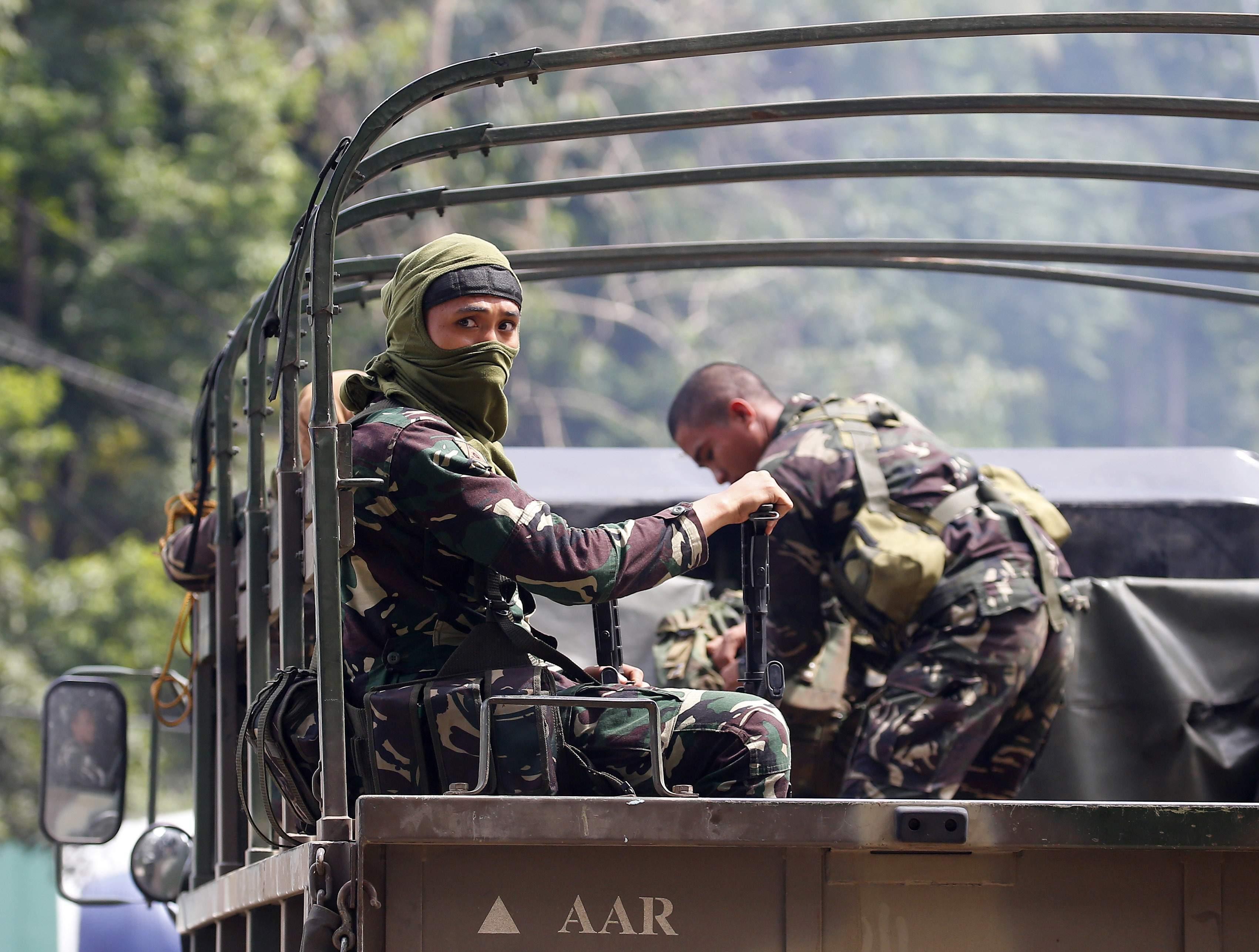 菲律賓軍方進駐馬拉維,和馬巫德組織持續交戰。(AP)