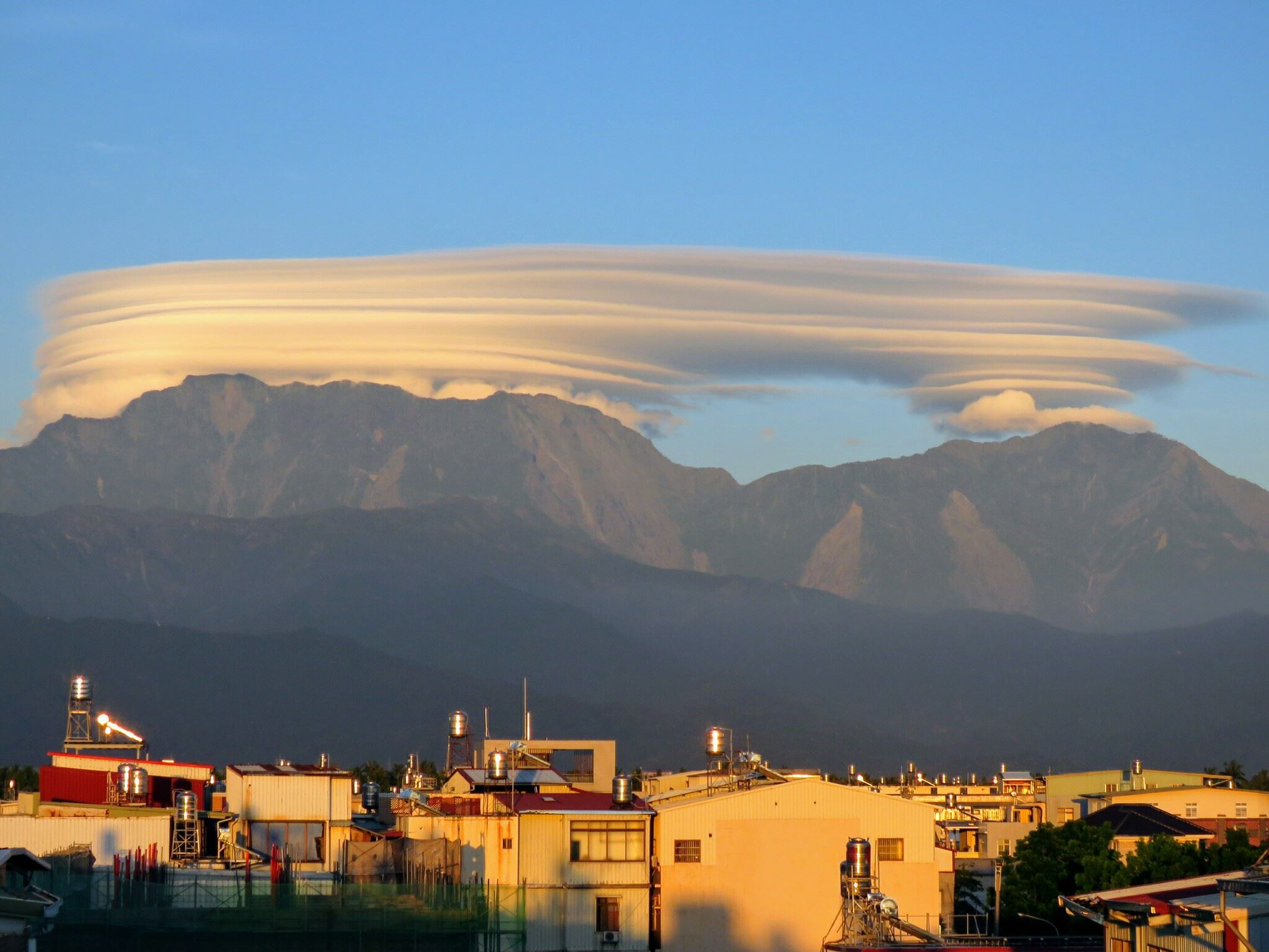 An incredible cloud formation in Pingtung County (Image from 看見屏東 Facebook Page)