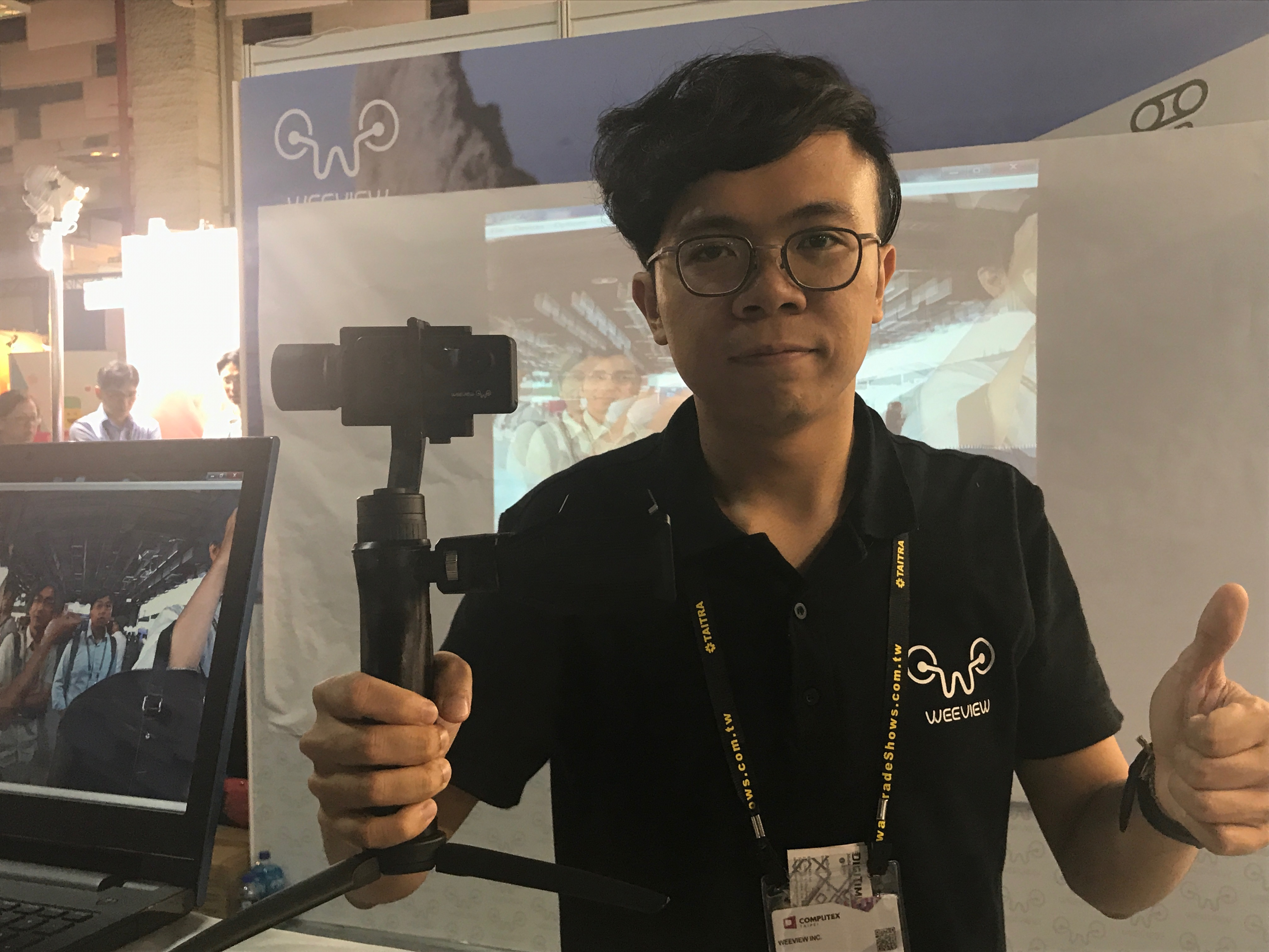 Joseph Lin, Sales and Marketing Manager of Weeview holding SID 3D camera.