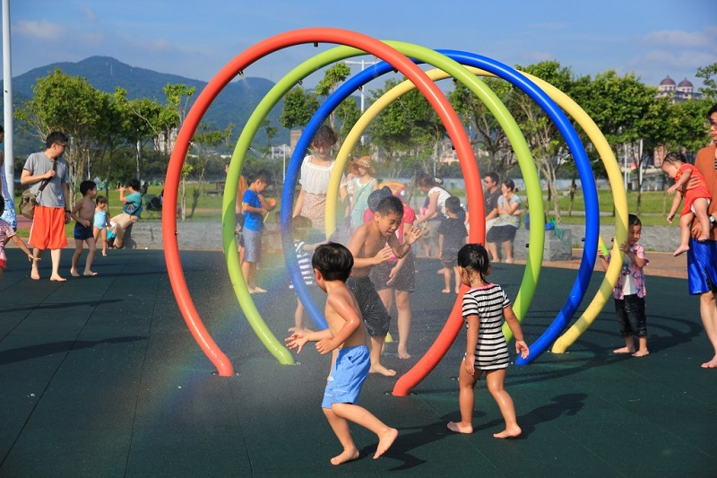 The water playground at Dajia Riverside Park on the left bank of the Keelung River will be open from June to September. (photo courtesy of Taipei City