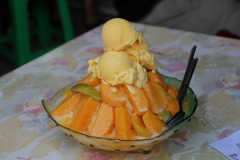 With summer heat sizzling, taking a trip to Yujing (玉井), the hometown of mango, in the southern Taiwanese city of Tainan, to savor its well-known mang...