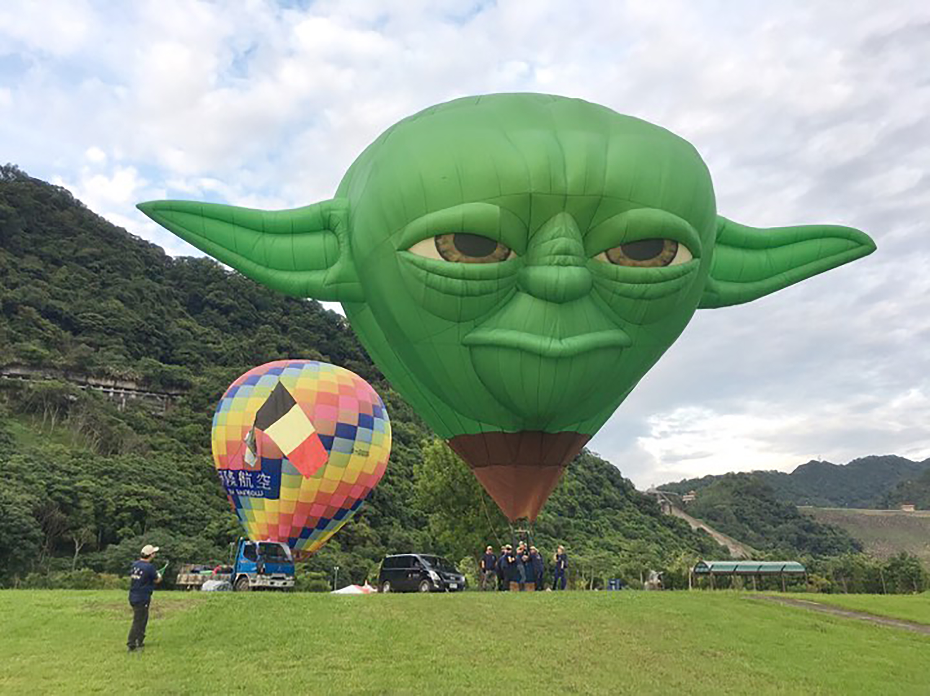 A hot air balloon at the Shimen Reservoir in Taoyuan City this year.
