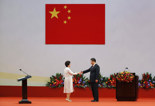 大陸國家主席習近平今(1)天上午在香港表示,一國兩制是解決歷史遺留的香港問題的最佳解決方案,也是香港回歸後保持長期繁榮穩定的最佳制度安排。...