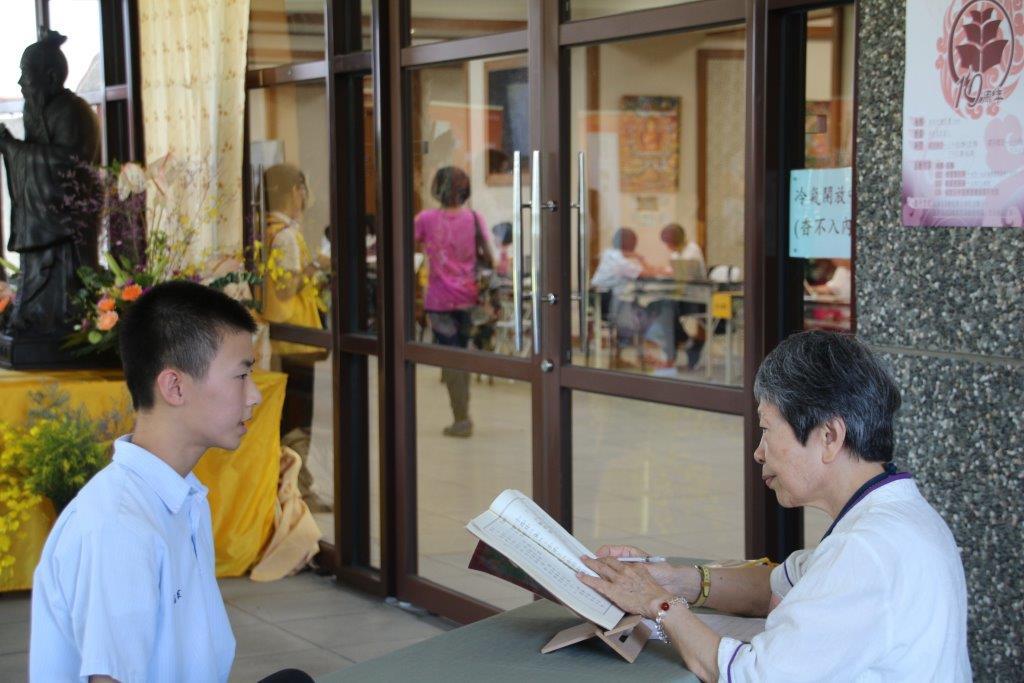 考生參加背誦《大學》。
