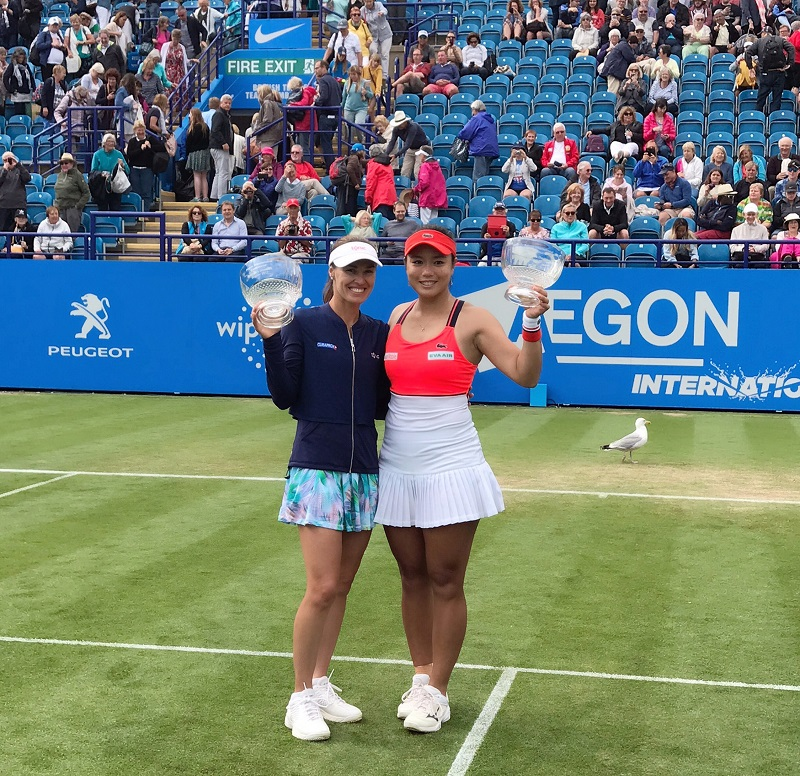 Taiwan's tennis star Chan Yung-jan and Swisstennis legend Martina Hingiswon their fifth doubles titles of the year at  Eastbourne this weekend.