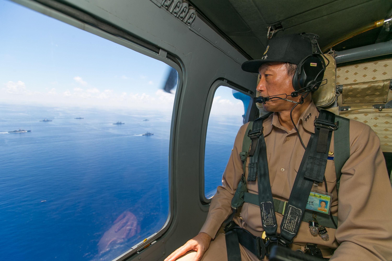 Chief of General Staff Lee Hsi-min watching drills near Penghu last weekend.
