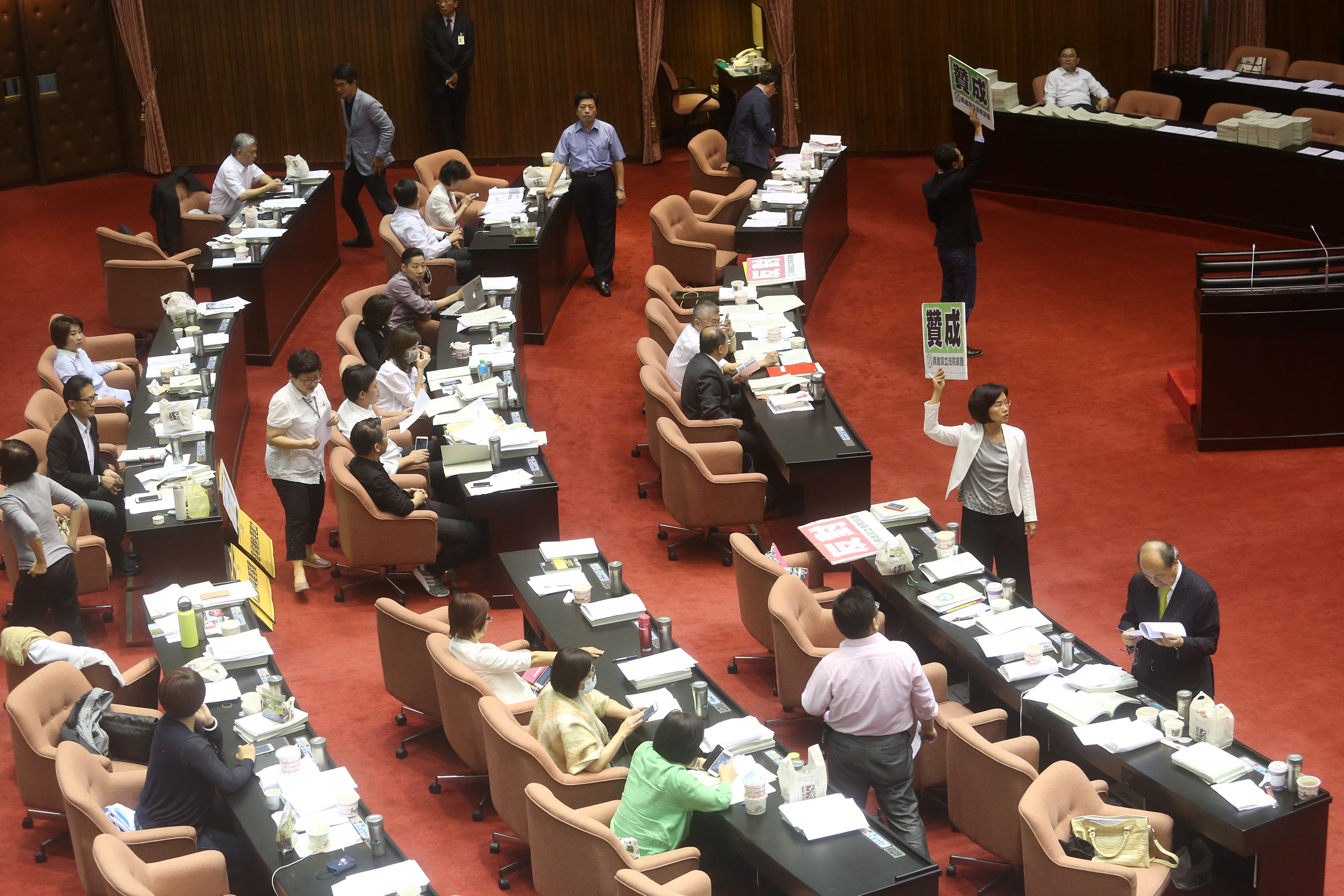 The Legislative Yuan approved the government's infrastructure plan Wednesday.