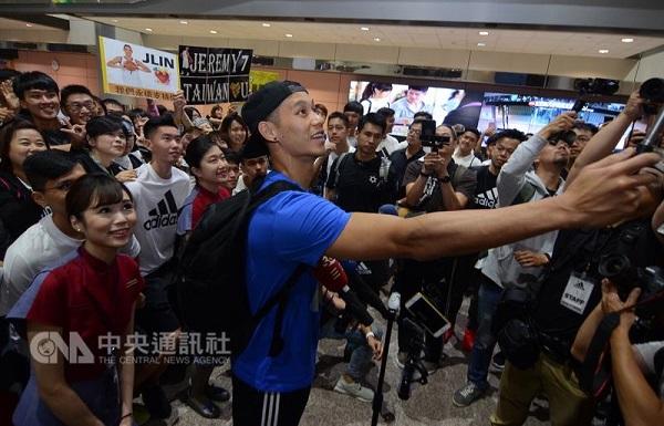 NBA player Jeremy Lin arrived in Taiwan Sunday. (Source: CNA)