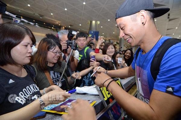 NBA player Jeremy Lin arrives in Taiwan Sunday
