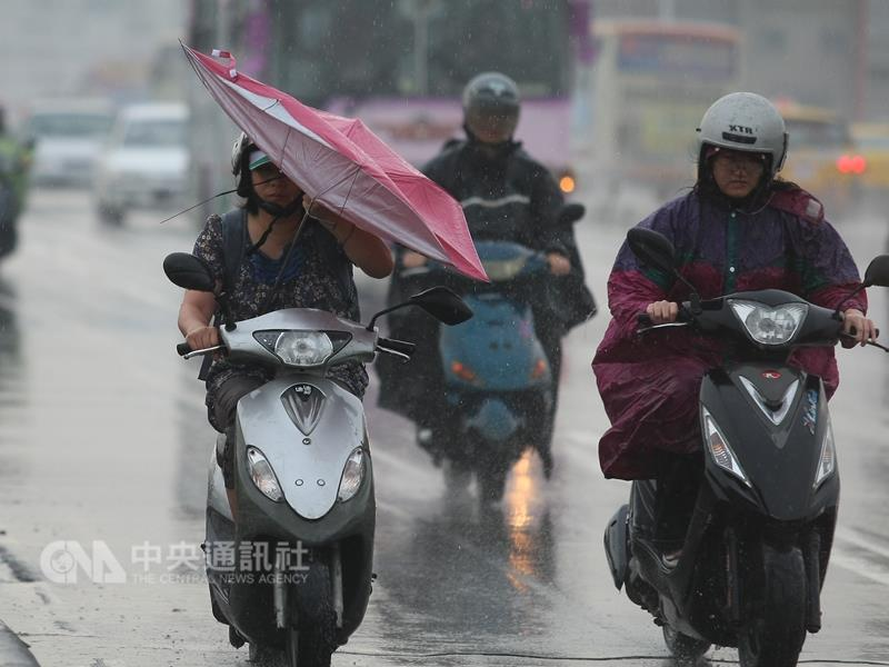 Typhoon injures over 80 in Taiwan, traps dozens