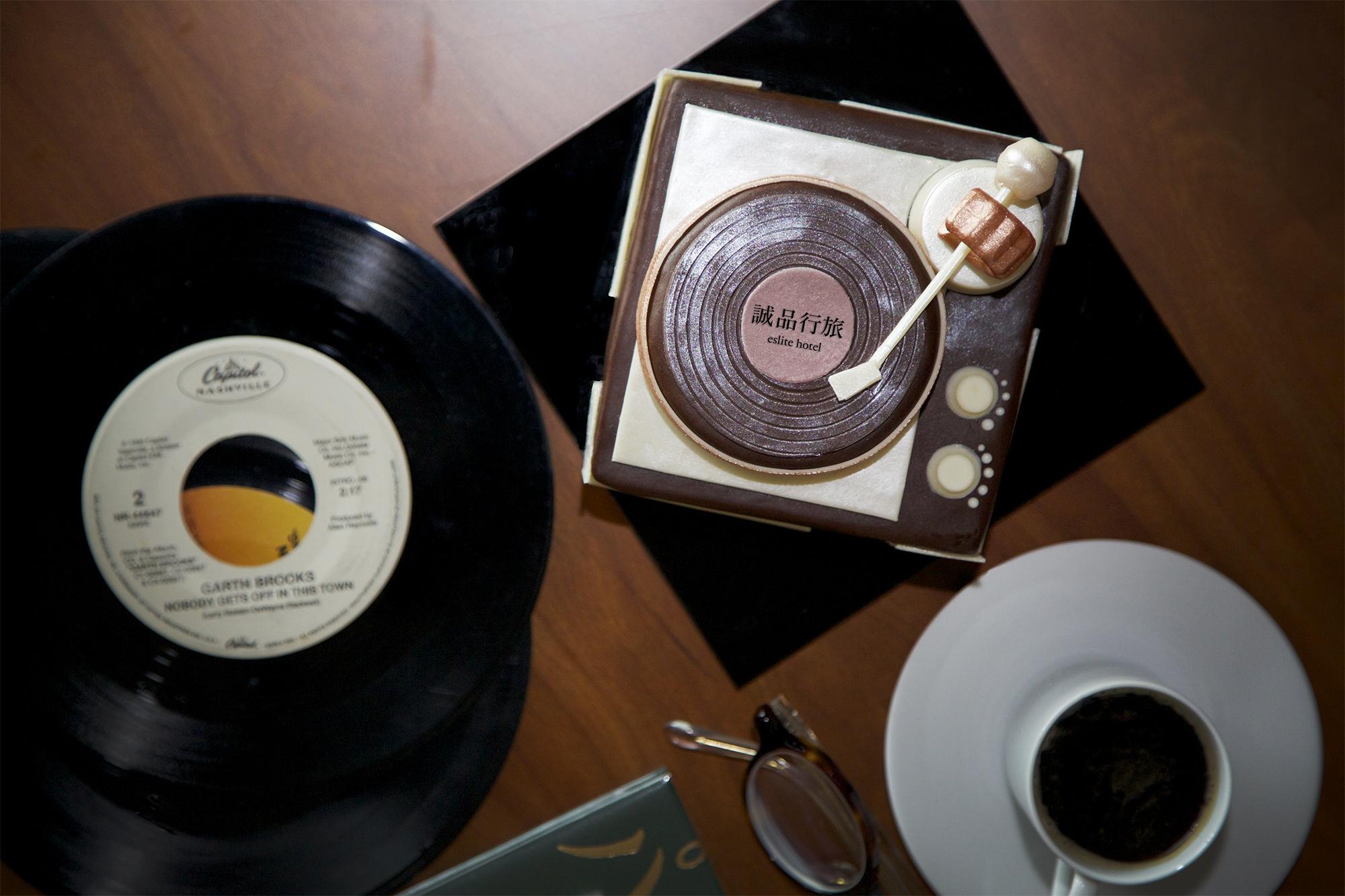 誠品行旅推出「黑膠時代」父親節蛋糕