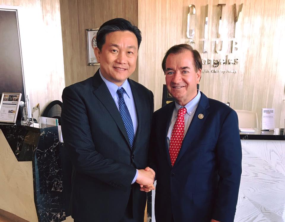 US Rep. Ed Royce with Wang Ding-yu. (Wang Ding-yu's Facebook page)