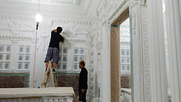 Owner denies vampires dwell in Baroque-style mansion in Taoyuan