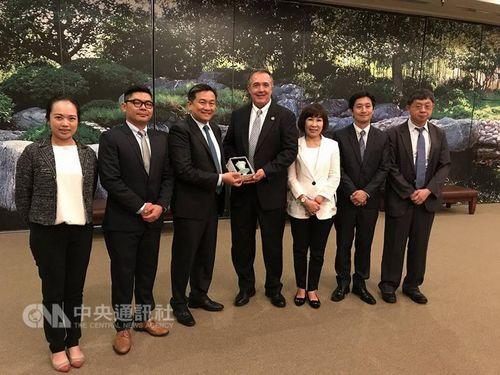 Taiwanese delegation visits compatriot pilots in Arizona