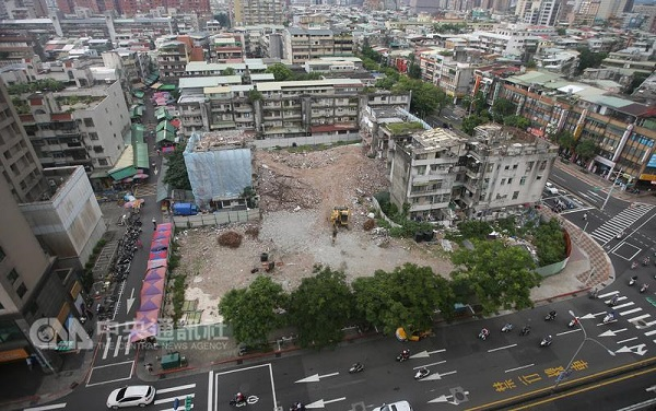 Construction on Taipei City's Yongchun regeneration site is temporarily halted.