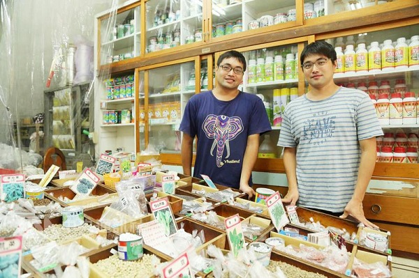 Twin brothers, Lin Rui-yue and Lin Rui-ching are the fourth generation to run the shop and inject new concepts into traditions, and are full of confid...