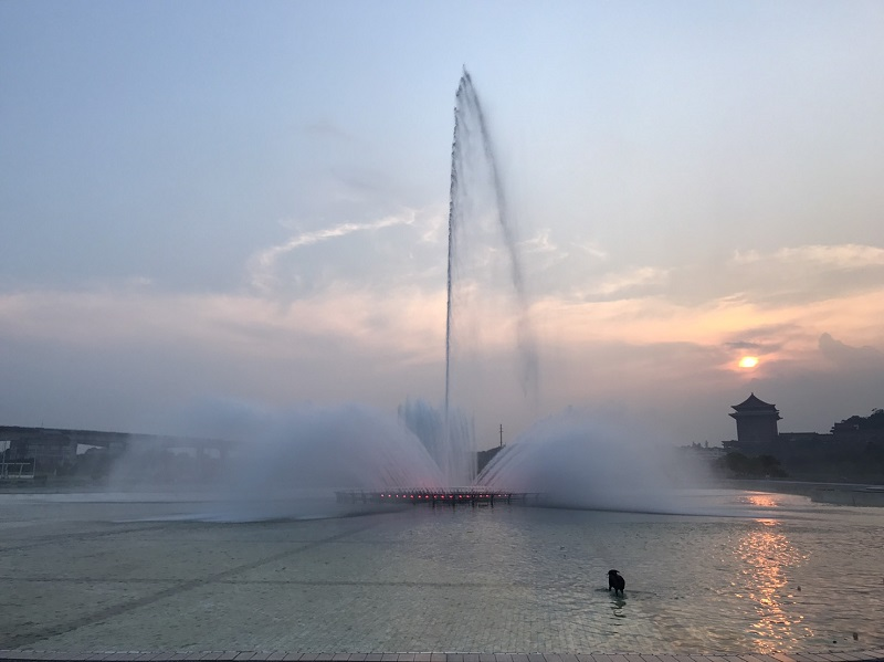 Located at Dajia Riverside Park across from the Grand Hotel, the fountain boasts a main nozzle that can produce waterjets as high as 70 meters (Photo