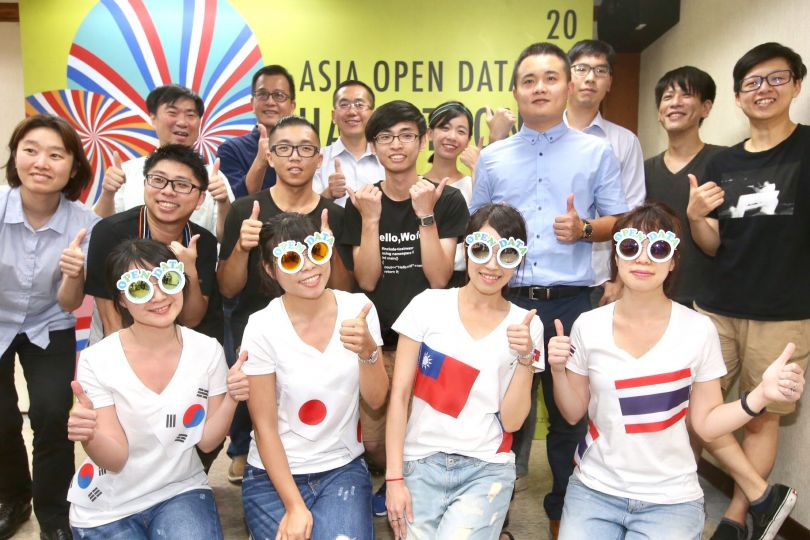 MOEA officials and participants in the Asia Open Data Hackathon pose at a news conference Aug. 8 in Taipei City.