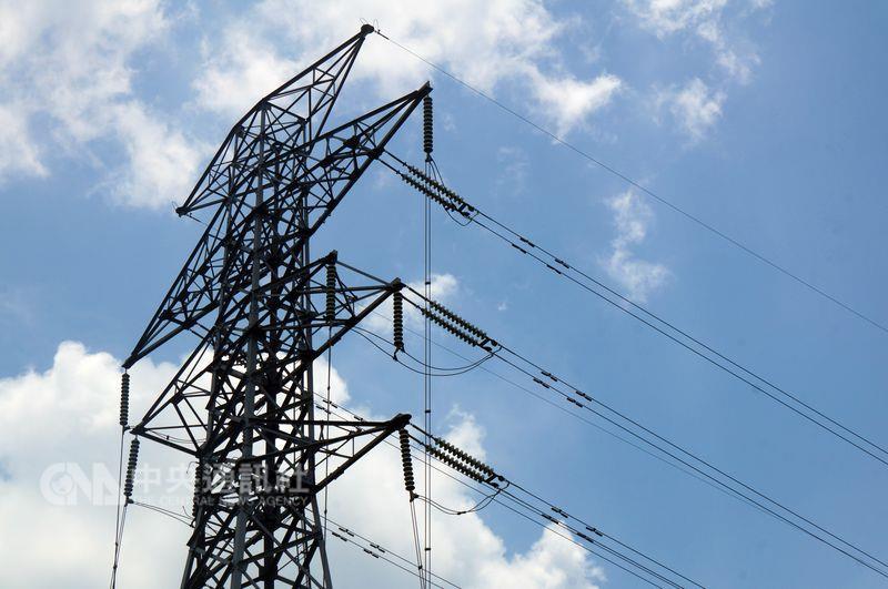 高成炎教授說,台灣在8月份面臨限電的危機,備轉容量已經在3%左右。