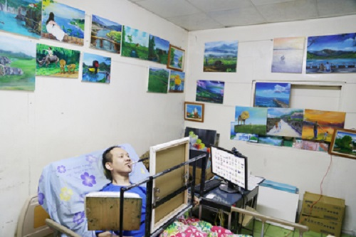 After 15 years of paralysis in bed, painter in Taiwan's Hualien wishes to have his own exhibition