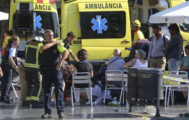 恐攻現場有大量的急救單位(AP)