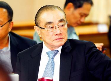 Defense Minister Feng Shih-kuan.