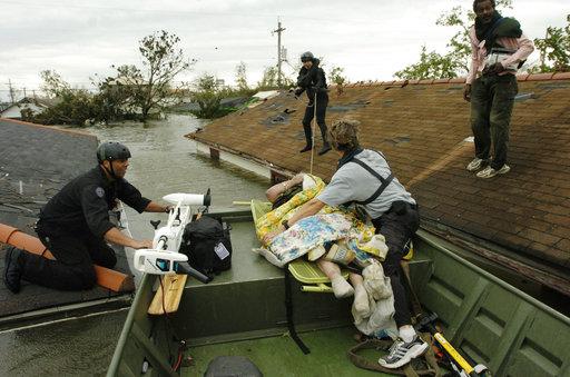 德州的醫療和救援體系卻在這場災難中發揮適當效益,而這是過去七年來不停演練與合作的結果。(圖片來源:AP)