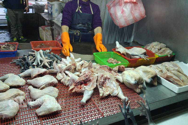 Chickens in New Taipei City that had been confirmed H5N8 avian influenza infections Sept. 3 would be destroyed with other 40 frozen carcasses.