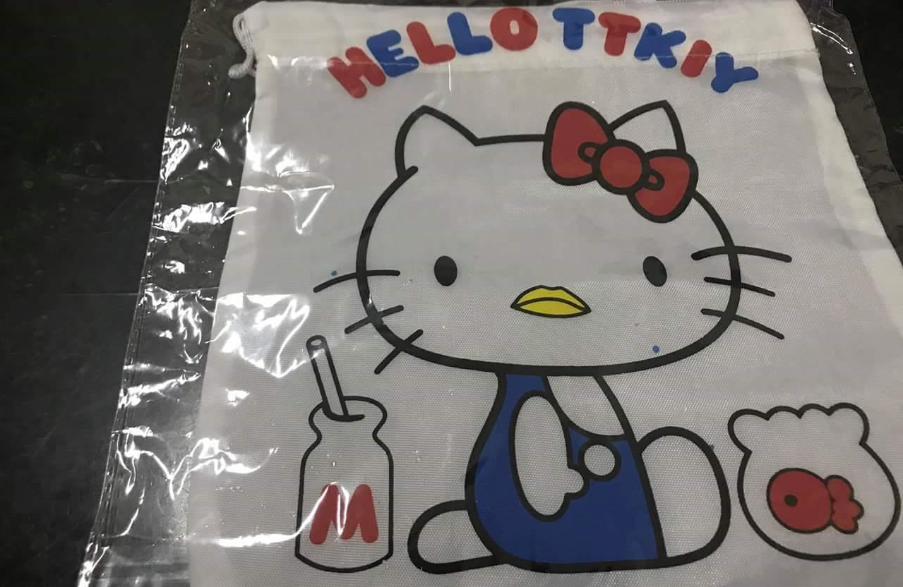 Bogus Hello Kitty bag. (Image from 爆料公社)