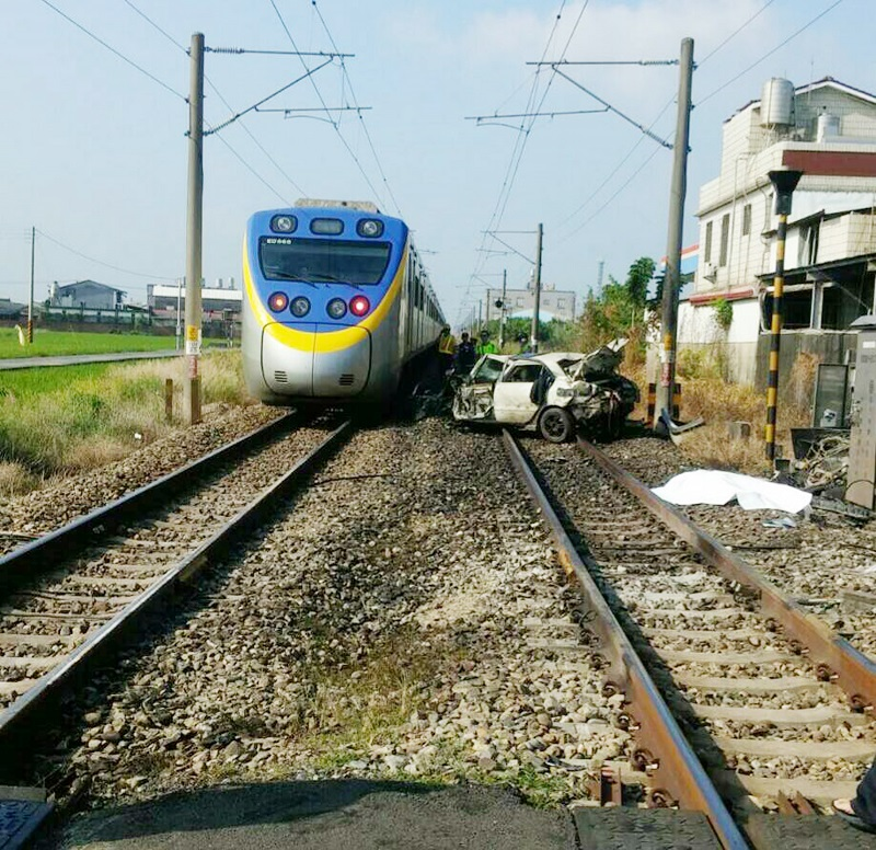 A fatal train-on-car collision in southern Taiwan on Sunday morning left the car driver dead and 7,180 passengers delayed.