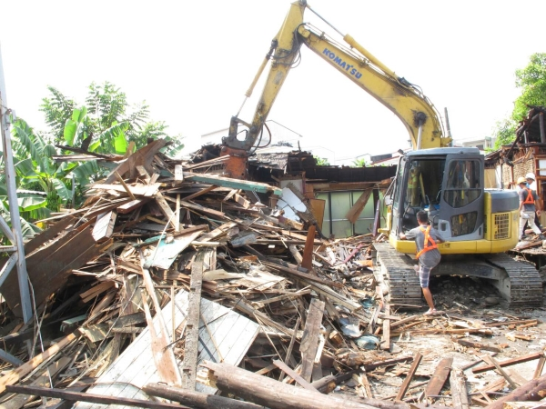 90-year-old Japanese-style wooden police dormitory torn down by Kaohsiung Water Resources Bureau.