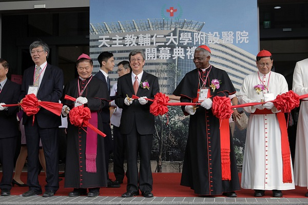 Taiwan's Vice President Chen Chien-jen and Vatican delegation attended the ribbon-cutting ceremony of the Fu Jen Catholic University Hospital. (Photo