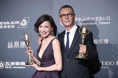 劉德凱(右)、柯淑勤(左),分別奪得本屆電視金鐘獎,戲劇節目男女主角獎。中央社