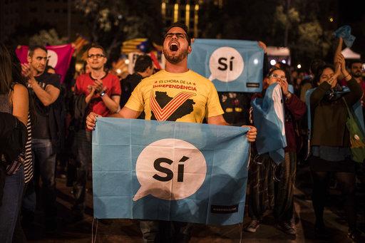 加泰隆尼亞政府昨(1)日舉行全球矚目的獨立公投,投票率高達42.3%,其中9成支持獨立,恐送交加泰隆尼亞議會片面宣布獨立。(圖片來源:AP...