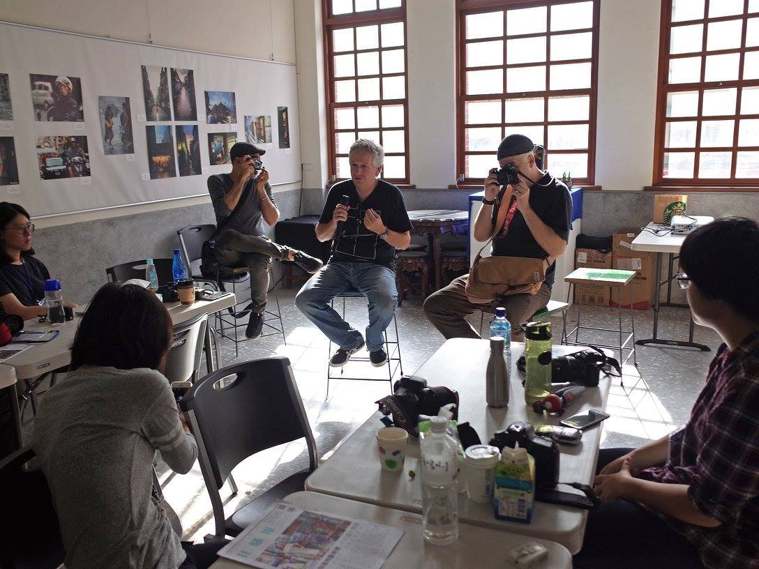 街頭攝影團隊BURN MY EYE的三位街拍攝影師受邀在此舉辦一場亞洲首次的大師攝影工作坊,大稻埕及其周邊地區拍攝的精選攝影作品於URS2...