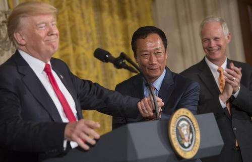 President Donald Trump (left) and Foxconn Chairman Terry Gou.