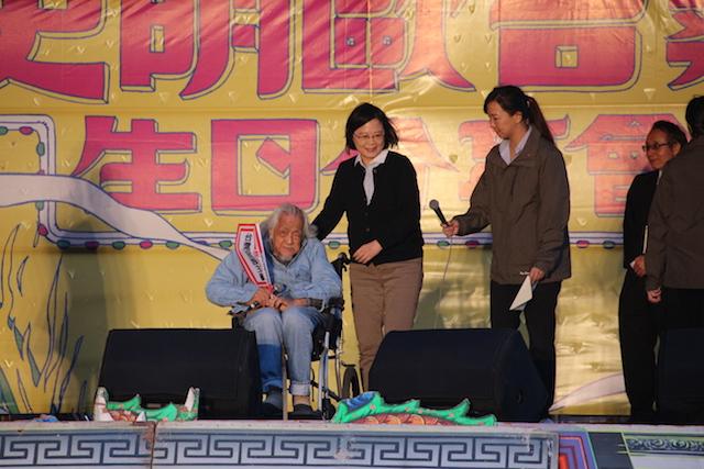 總統蔡英文現身祝賀台獨人士史明百歲生日(鄧佩儒 攝/台灣英文新聞)