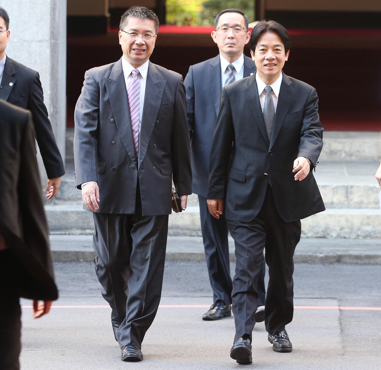 Premier Lai (front right) with Cabinet spokesman Hsu.