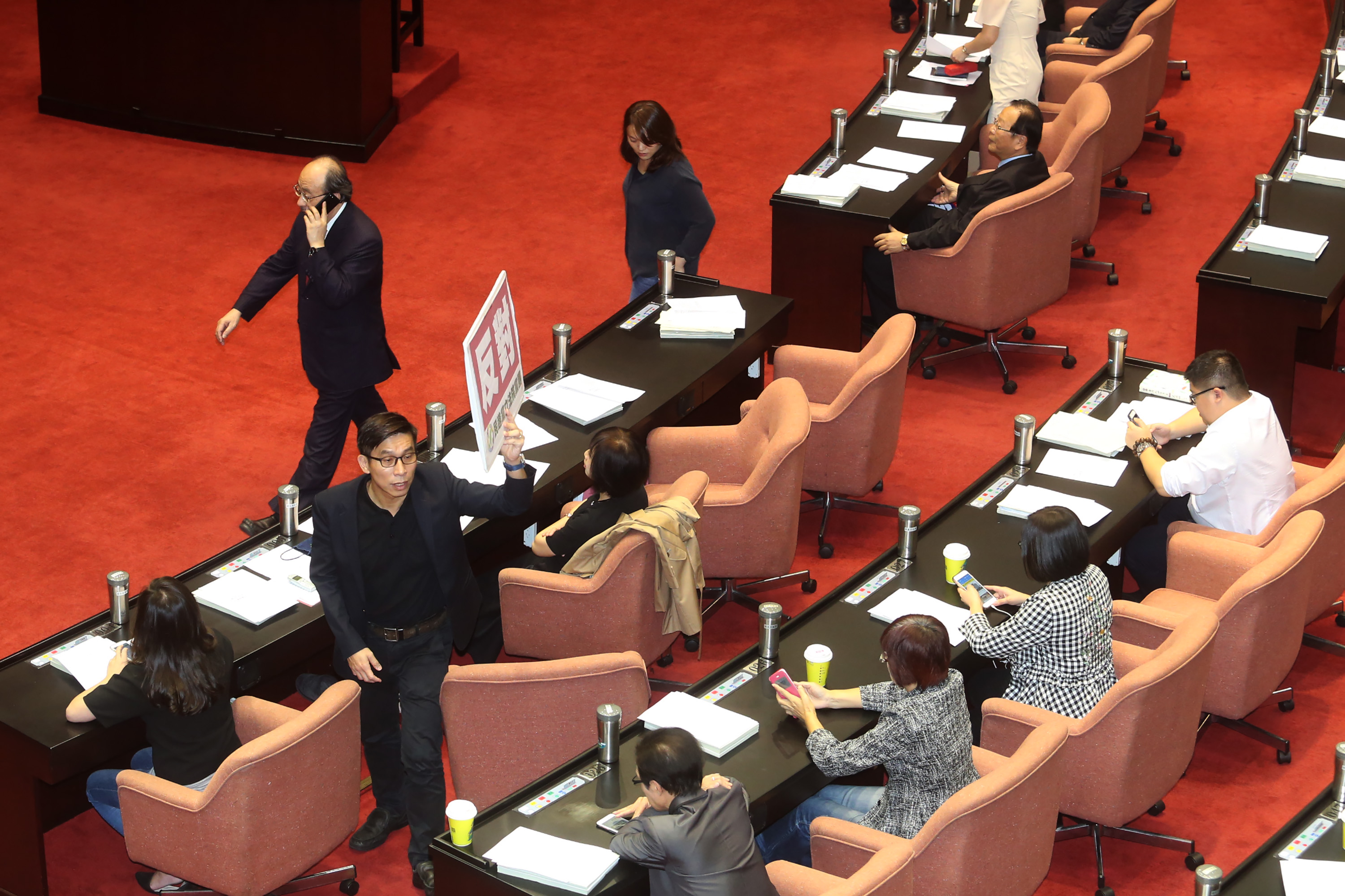 The Legislative Yuan passed the Political Party Act Friday.