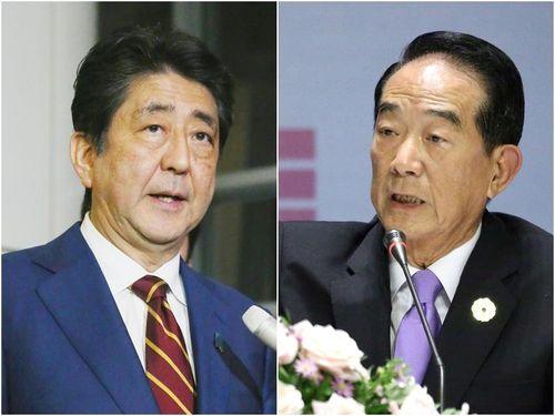 Japanese Prime Minister Shinzo Abe (left), James Soong (right).