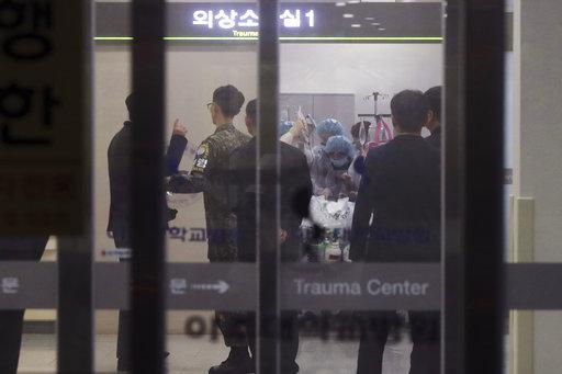 美聯社拍到據信是北韓歸順士兵,在南韓接受治療的畫面。
