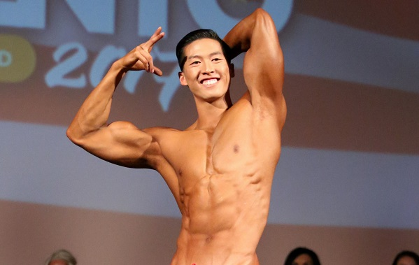 Taiwanese-American dentist becomes bodybuilding champ.