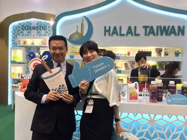 Taiwan's halal bubble milk tea a hit at the 2017 Malaysia Taiwan Trade Show.