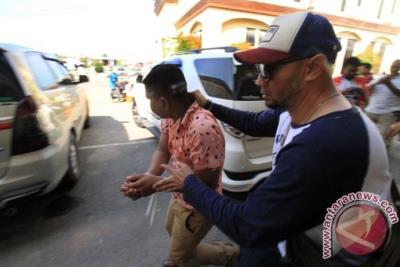 印尼雅加達警方昨(20)天在台灣警方提供情資下,破獲跨國安非他命走私案。(圖片取自安塔拉通訊社)