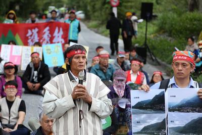 抗議亞泥礦權展延20年 太魯閣族人放狼煙封路8天