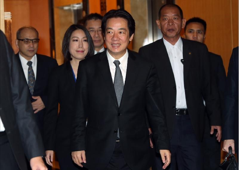 行政院長賴清德(前中)27日前往台北威斯汀六福皇宮 ,出席社會企業金融論壇開幕式。中央社